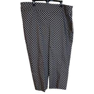 Ultimate Fit NWT classy plus size Capri pants 22W